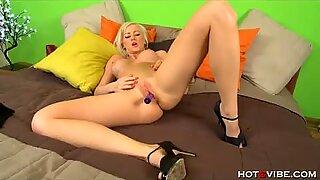 Hot Euro Babe Victoria Waigle Masturbates