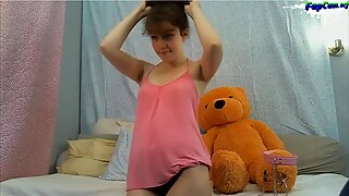 Lovely Young Homemade Amateur Teen naked on webcam