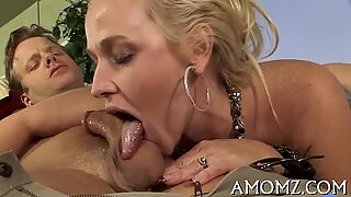 Hungry mommy likes mouth fucking