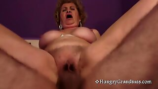 Granny gets pussy pummeled