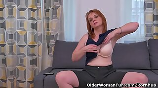 Euro milf Elisabeth strips off and rubs her pussy for us