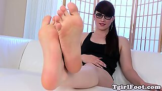 Spex tranny enjoys footfetish