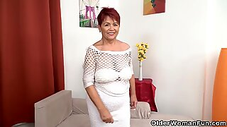 Euro granny Tarra brings her old pussy back to life