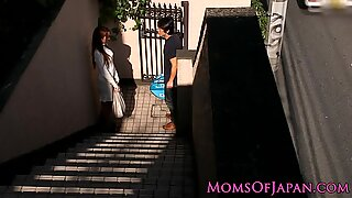 Japanese mom cheats and gets face fucked
