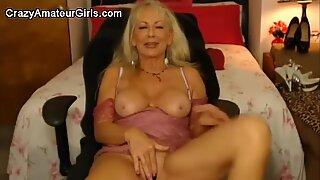 Sexy granny cumming hard on cam
