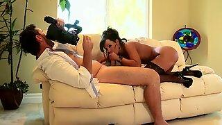 Bootylicious brunette Lisa Ann rides dick on homemade sex tape