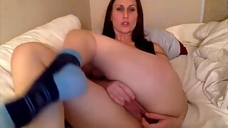 Phenomenal Suze stimulates erogen meaty clitoris