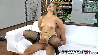 Granny Valerie Voss gets her pussy eaten out by Nick Vargas