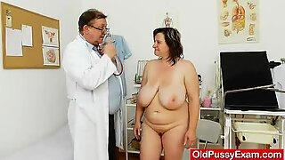 Fat milf brunette gets a gyno